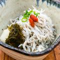 料理メニュー写真たっぷり釜揚げしらす 北海道産 旨味昆布おろし添え