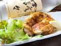 料理メニュー写真地鶏の塩焼き・親鳥黒胡椒焼き・ピリ辛肉どうふ