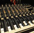 【貸切用設備】音響設備(アンプ、スピーカー、ミキサー、ワイヤレスマイク2本)/映像設備(プロジェクター、大型スクリーン、DVDプレイヤー、ブルーレイプレイヤー、HDIMコード、Dsub15pin)