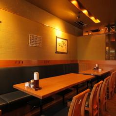 テーブル席はレイアウトを変えて、2名様からご対応可能です。グループでのサク飲みもお気軽にお立ち寄りください♪お好きな料理とお酒を楽しめる≪単品2時間飲み放題クーポン≫もご用意しております☆
