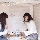 DIYカフェは大学生のスタッフだけで経営するカフェ。内装なすべてDIYで作られています☆もちろんお料理やデザートも手作りで味も本格的!全席靴を脱いで芝生の敷物が敷かれたお部屋になっていて、ゆっくりお寛ぎいただけます♪