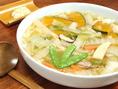 白出汁を使ってたっぷり野菜の入ったワサビ風味のうどん