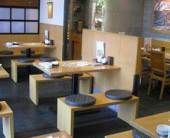 囲いのテーブル席 4名~8名席です。