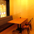 【2F】壁際に配置された、ゆったりと食事のひと時を過ごせるソファー席です♪