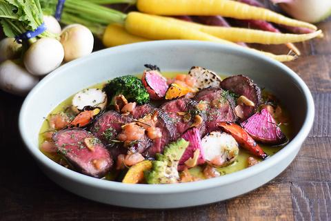 豪快な【牛イチボ肉ビステッカ】はチンクエお肉料理名物!コースでも楽しめます!