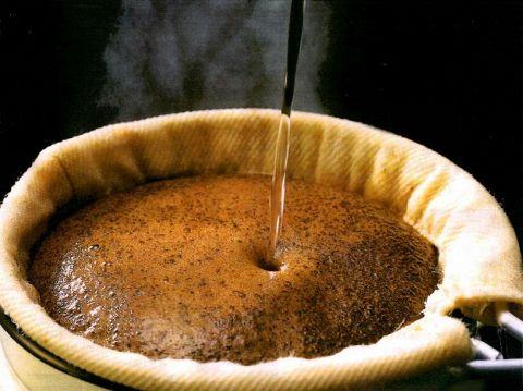 スペシャルティーコーヒーをネルドリップで淹れてくれる人気の珈琲店。