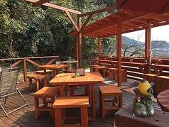 天気のいい日は気持ちのいい日差しと自然を眺めながら、優雅にテラス席でお食事を満喫してください♪
