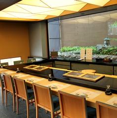【1階】職人の技を楽しめる寿司屋の特等席はカウンター。