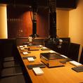 【個室】7~10名様収容可能なお席。友人同士の飲み会や女子会に最適なお席です。広々とした個室なので周りを気にせず美味しい料理やお酒が楽しめます!※系列店画像