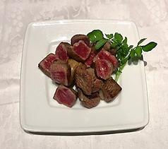 料理メニュー写真国産牛のサイコロステーキ 120g