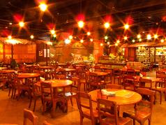 ワイワイガヤガヤとした中で食べるモンスーンカフェの料理はまるで東南アジアにいるかのよう♪