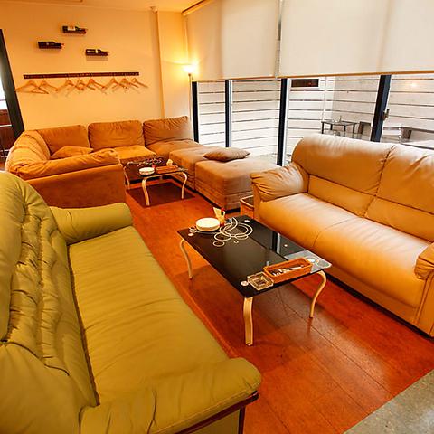 まったりとした空間♪ソファー席、テーブル席どちらもあり。オススメはパスタとワイン