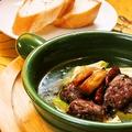 料理メニュー写真牛ハラミとアボカドのアヒージョ