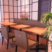 全席、広々としたテーブルです。少人数でのランチから、大人数の宴会まで様々なシーンに対応致します。