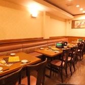 テーブル席では連日観光客の方で大賑わい!