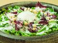 料理メニュー写真シーザーサラダ温泉卵添え/豆腐と蒸し鶏のヘルシー胡麻サラダ