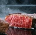 料理メニュー写真牛赤身肉の鉄板ステーキ