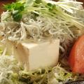 料理メニュー写真しらす豆腐サラダ/シーフードサラダ