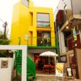ブラジルカラーの黄色い建物が目印です!目立つので迷わず来れるのも嬉しいポイント★女性も入りやすいオシャレな外観となっております!