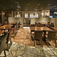 広々としたお席となっておりますので、ごゆっくりとお食事を楽しむことができます。