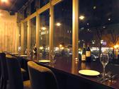西川の夜景を見ながら楽しめるお席を設置!デートなどロマンチックな雰囲気で楽しんで頂けます。美しく彩られるイルミネーションの時期はお早目のご予約をお願いします。 【1~3名様】