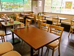 ゆっくりとお食事をして頂けるテーブル席もございます!4名様で楽しくお話をしながら、楽しい時間をお過ごしください。