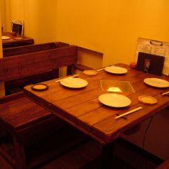 一階のテーブル席からは厨房が見えます!