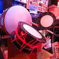 【太鼓】音楽を盛り上げる楽器をご用意しております。リズムに合わせて奏でる太鼓の音で会場全員のテンションUP間違いなし!民謡限らず、洋楽・邦楽など幅広い音楽へ使って頂けたら嬉しいです☆