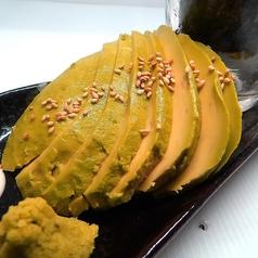 料理メニュー写真アボカドのお刺身 焦がし醤油タレ