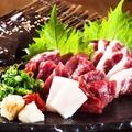 料理メニュー写真熊本直送 とろける馬刺し (たてがみ・赤身・霜降りの3種類をご用意)