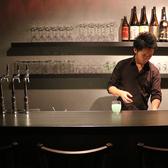 カウンター席では日本酒やワインと料理の相性やおすすめのお酒など、スタッフとの会話も弾む♪