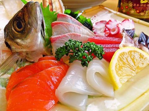 気軽に寄って気軽に座って気軽に、旬な魚と野菜を注文できるアットホームな店。