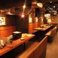 広々とお使いいただけるテーブル席。少人数宴会や合コンなどにも最適!