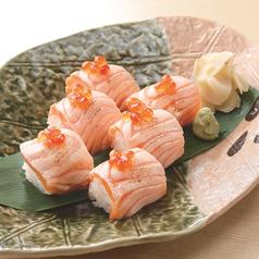 料理メニュー写真炙りサーモンの小袖寿司