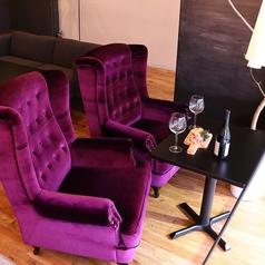カップルや女性同士のお客様に一番人気なのがこのお席♪王様のようなふかふかソファが居心地◎です!