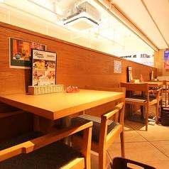 《テーブル席》2名掛け用のテーブル席もご用意あります♪デートにもおすすめ♪合コン/女子会/宴会/デート/などにぴったり♪各種宴会は天王寺MIOにある沖縄食堂ハイサイで決まり☆