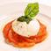 丸ごと完熟トマトとモッツァレラチーズのカプレーゼ