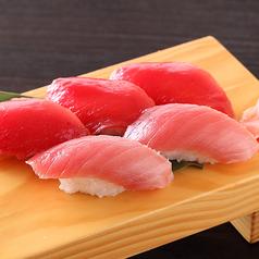 料理メニュー写真鮪2色寿司