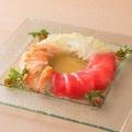 料理メニュー写真出汁の効いたお魚カルパッチョ3種盛り合わせ