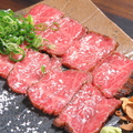 料理メニュー写真土佐和牛の塩タタキ 藁焼き!