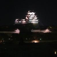 姫路城ライトアップを望める特等席でステーキディナーを