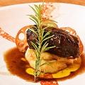 料理メニュー写真豚ばらの赤ワイン煮込み 角煮寄せ マッシュポテトとトリュフオイル