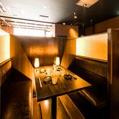 少人数で楽しく飲み会をされたいお客様に最適なテーブル席です。半個室席となっておりますので、他のお客様に気兼ねすることなく楽しい時間をお過ごしいただけます。