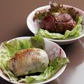 料理メニュー写真宮崎名物肉巻きおにぎり、どぎゃんオリジナル炭火焼
