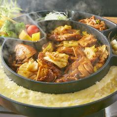 料理メニュー写真とろーり濃厚チーズと甘辛鶏のチーズタッカルビ