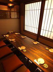 半個室。4名×4席。繋げて8名席にも!忘年会・新年会・送別会・歓迎会など…小宴会~大宴会までご利用お待ちしてます!