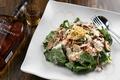料理メニュー写真ボリュームたっぷりほうれん草のサラダ