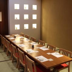 【2階】大人数での会食・ご宴会で人気のテーブル個室。お座敷が苦手な方にも最適です。