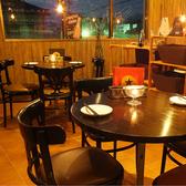 デートや女子会に大人気のテーブル席。