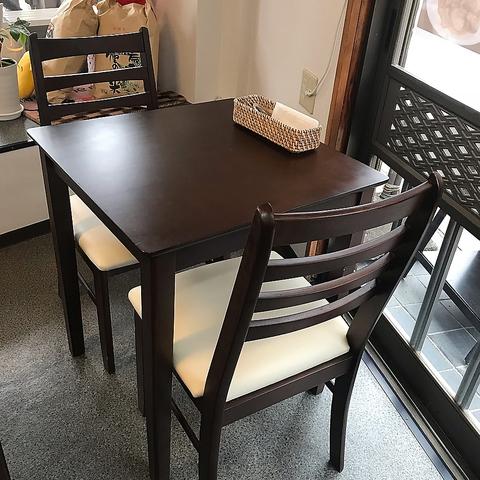 1~2名様掛けのテーブル席です。